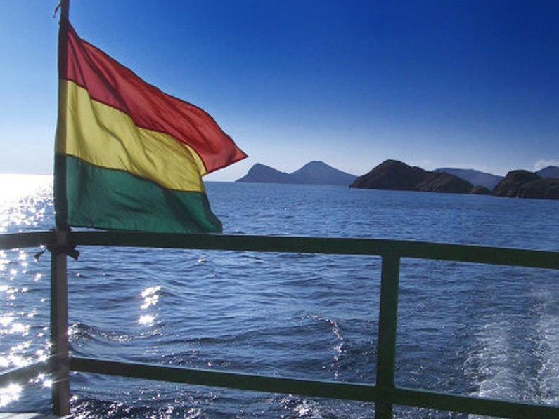"""…Un mar, un mar azul para Bolivia…"""