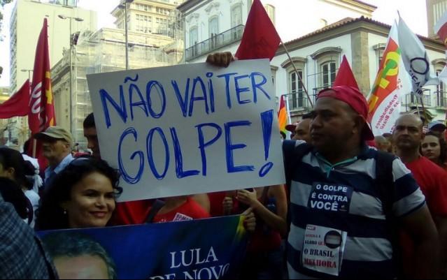 "Brasil: ""Não vai ter golpe?"" (¿No habrá golpe?)"