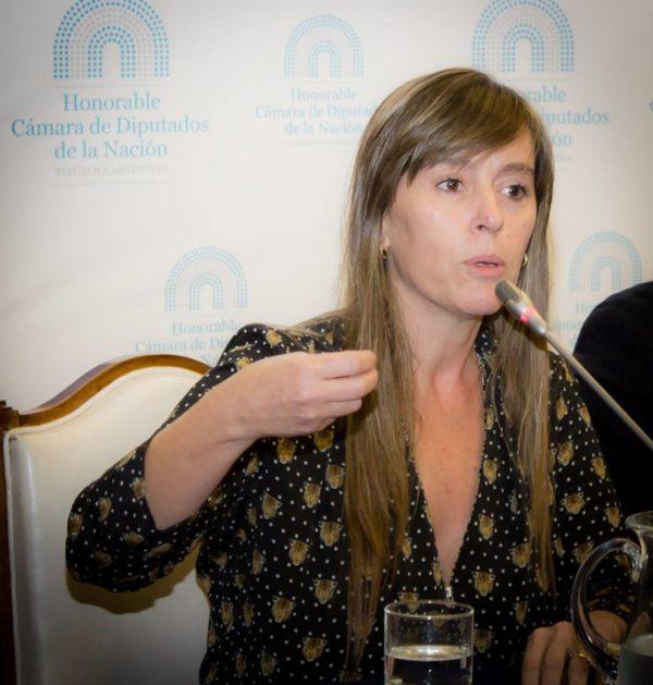 """Entrevista: """"De los gobiernos populares a la irrupción de la derecha en América Latina: reflexiones de Juliana Di Tullio"""""""