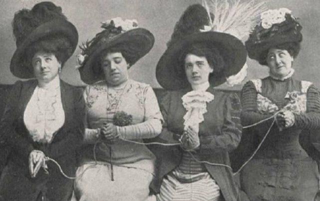 """""""Bella, recatada y hogareña"""".  Roles de género y participación política de la mujer en América Latina"""
