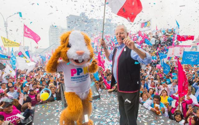 """Perú: """"Hasta la última mesa, hasta el último voto"""". Ajustada victoria de PPK"""