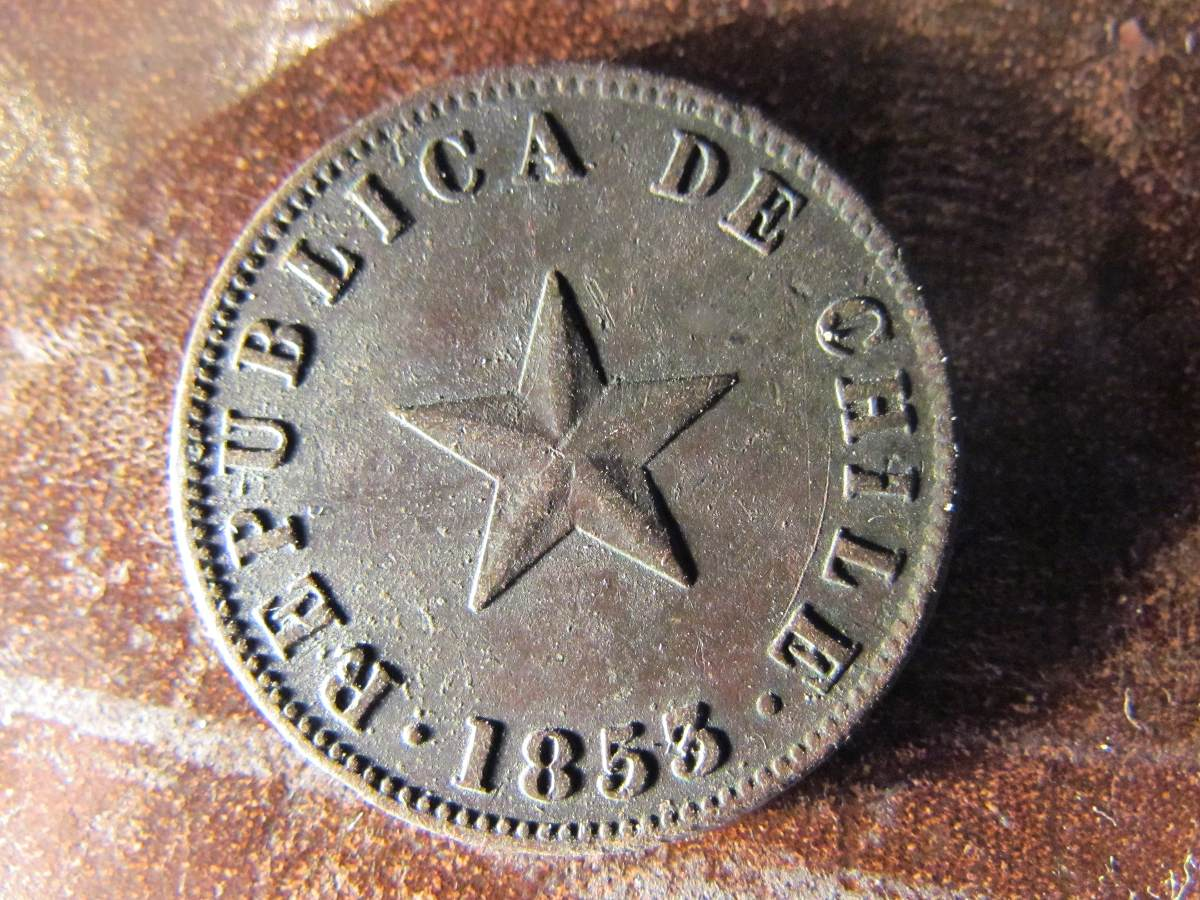 """Antigua moneda de cobre (Chile), con la estrella al centro y la frase """"republica de Chile"""""""